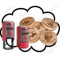 Tampon + Géocoins en bois personnalisés x 50